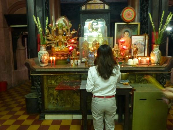 priere-temple-bouddhiste