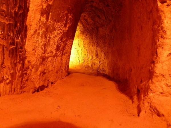 tunnel-eclaire-a-cuchi