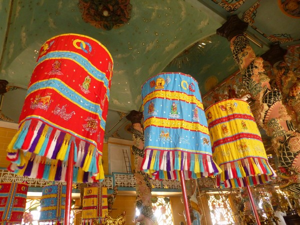 lampions-temple-caodai