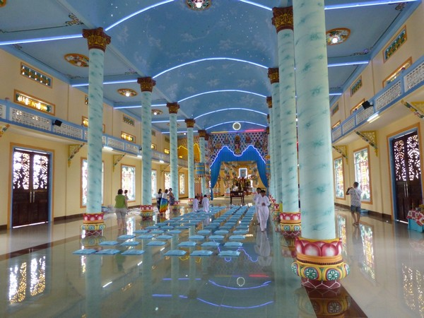 interieur-temple-cao-dai-dalat