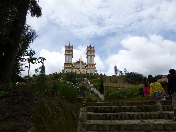 temple-cao-dai-dalat